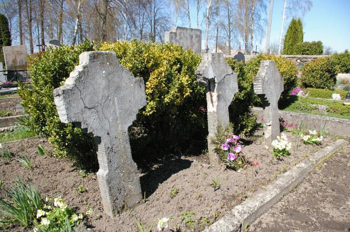 Apverktina savanorių kapų padėtis Jiezne